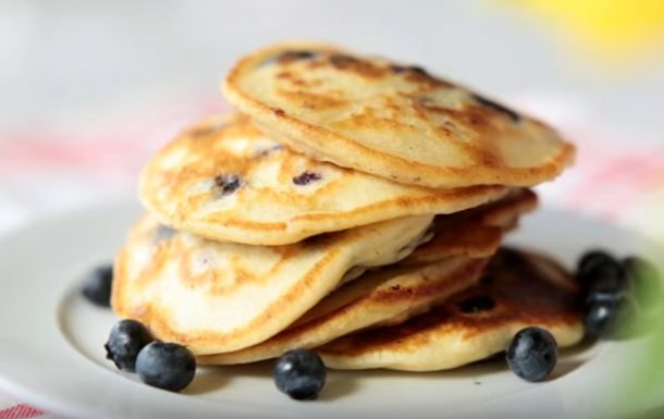 Video: quick-to-make American-style pancakes recipe